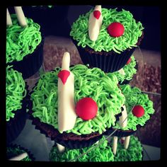 Cricket cupcakes by Stealing Petit Fours Cricket, Fondant, Cupcakes, Cookies, Sports, Desserts, Food, Crack Crackers, Hs Sports