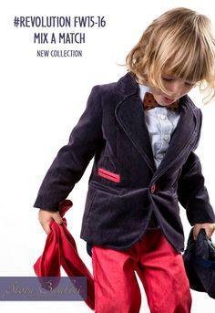 Κοστούμι «Stova New Trend» σακάκι ψιλόριγο από, βαμβακερό πολυτελές βελούδο σε navy μπλε απόχρωση και λεπτομέρειες τσέπη-κουμπιά.Oxford σιέλ πουκάμισο, blue-jean παντελόνι (κερωμένο