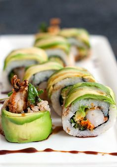 Dragon Roll Sushi looks do yummy! I love sushi Food For Thought, Think Food, I Love Food, Good Food, Yummy Food, Tasty, Sushi Recipes, Seafood Recipes, Asian Recipes