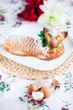 Tvarohový beránek je neuvěřitelně vláčný; Jakub Jurdič Camembert Cheese, Treats, Ethnic Recipes, Sweet, Easter, Food, Sweet Like Candy, Candy, Goodies