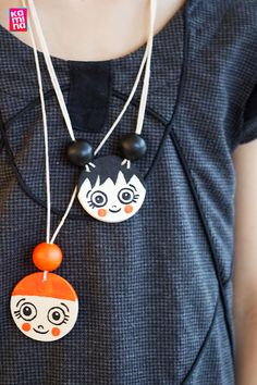 Crafting idea: Faces pendant made of wood - BASTELN MIT KIDS / Awesome Handycrafts for Kids - amazing craft St Patricks Day Crafts For Kids, St Patrick's Day Crafts, Fun Crafts, Diy And Crafts, Paper Crafts, Crafts For Teens To Make, Diy For Teens, Diy For Kids, Farmhouse Style Decorating