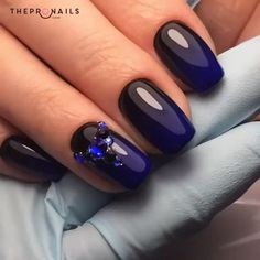Do you love this blue as the way we do? #manicure #blue #elegant #inspiration #nails
