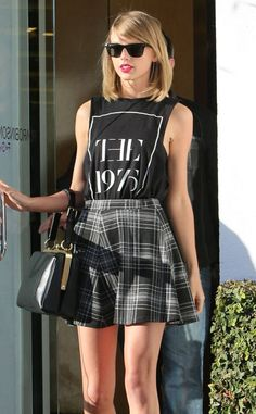 Outfits Which Proves Taylor Swift is The New Fashion Queen (8)
