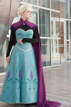Incredible Elsa coronation gown cosplay! - 9 Elsa Cosplays