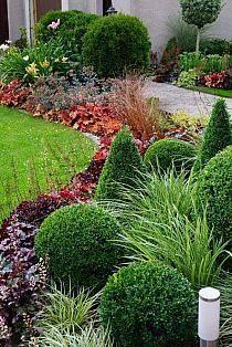 Mulch Landscaping, Front Yard Landscaping, Landscape Design, Garden Design, Flower Garden Plans, Growing Herbs Indoors, Low Maintenance Garden, Back Gardens, Dream Garden