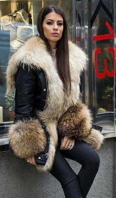 Fashion Models, Fur Fashion, Winter Fashion, Womens Fashion, Fur Jacket, Fur Coat, Fabulous Furs, Fur Collars, Fur Trim
