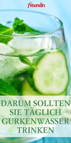 Darum sollten Sie täglich Gurkenwasser trinken + Rezepte Lemon water was yesterday, now cucumber water is drunk. We give you 9 reasons why you should drink the healthy water daily from now on. Plus great recipe ideas Cucumber Water, Lemon Water, Cucumber Drink, Healthy Water, Healthy Drinks, Healthy Detox, Healthy Sport, Detox Cleanse For Weight Loss, Cleanse Detox
