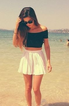 falda y crop top.