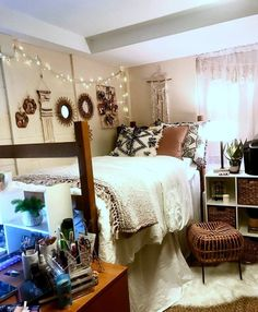 49 fantastic college bedroom decor ideas and remodel 19 College Bedroom Decor, Cool Dorm Rooms, College Dorm Rooms, Dorm Room Themes, Decoration Ikea, Dorm Room Designs, Dorm Room Organization, Organization Ideas, Dream Rooms