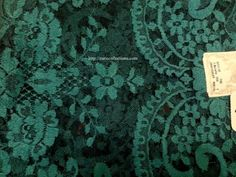 Model: Medallion/ Medallón  Material: Traditional Leavers Color: Bottle Green wBlk/ Verde Botella FN   Size: 115 x 60 cm  Made in: Spain/España  TOP quality Volart Leavers veil. It will frame your face, head and shoulders beautifully with its soft and light texture.  Velo de alta calidad Marca Volart Leavers de encaje Espanol. Este velo se conforma a su cuerpo y es muy suave y con efecto de poco peso.