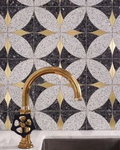 Terrazzo perfection coming from this kitchen tile! The brushed brass faucet and geometric mosaic are undeniably beautiful.