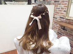 前髪をかわいく留められるヘアアレンジをご紹介します! 三つ編みにして後ろで留めるだけで完成の簡単ハーフアップです!