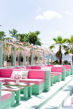 Palm trees and cocktails please ✈️  Luxe Hen specialise in luxury travel and activities for those who prefer a more glamorous Hen 🍾 Outdoor Spaces, Outdoor Living, Outdoor Decor, Cafe Design, House Design, Outdoor Restaurant, Beach Bars, Beach Club, Restaurant Design