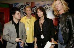 """greendaychick14: """"Esta imagen sin embargo! De izquierda a derecha: Billie Joe Armstrong (Green Day), Brian Wilson (Beach Boys), Steven Tyler (Aerosmith), Duff McKagan (Guns n Roses) Todo en un solo cuadro! """""""