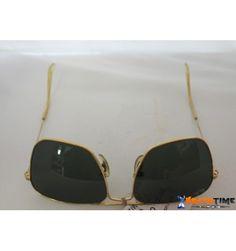 Stupendi occhiali della Ray-Ban, modello Aviator Large Metal, con montatura arista (color oro) e lenti color grigio scuro.
