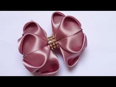 Laço coração - YouTube Flower Hair Bows, Satin Ribbon Flowers, Diy Hair Bows, Diy Bow, Diy Ribbon, Ribbon Bows, Diy Hair Accessories Ribbon, Unique Hair Bows, Handmade Hair Bows