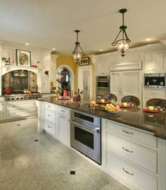 A twenty foot granite island plays the central role in this stunning French Country kitchen Beautiful Kitchens, Cool Kitchens, Dream Kitchens, Country Kitchen, Big Kitchen, Kitchen Ideas, Kitchen Interior, Kitchen Design, Solis