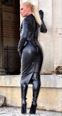 Leather Catsuit, Leather Corset, Leather Gloves, Fetish Fashion, Latex Fashion, Crazy Outfits, Sexy Outfits, Sexy Rock, Hobble Skirt