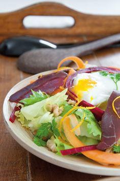 Salade au magret fumé et œuf poché