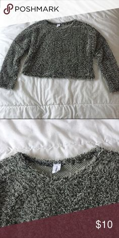 Textured Cropped Sweater Black and white textured cropped sweater. Worn a handful of times, but still in good condition. Really cute with high waisted jeans, shorts, or skirts. Brand is DoDo. Listed under Brandy for exposure. No trades/merc. Brandy Melville Sweaters Crew & Scoop Necks