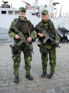 2 Swedish soldiers