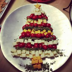 Six in the Suburbs: Christmas Tree Cheese Platter