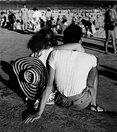 Max Dupain: Beach watchers, Bondi, 1940s