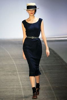 Rochas Spring 2010 Ready-to-Wear Fashion Show - Yulia Leontieva (SILENT)