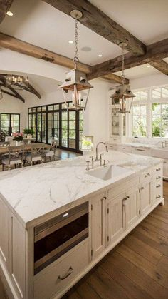 """Timeless Country French House Tour to Inspire! When I stumbled on photos of interior designer Brit Jones' own French home in Texas, I may have gone into one those design freaky trances…""""},""""grid_title"""":""""Timeless Country French House Tour to Inspire! Country Kitchen Designs, French Country Kitchens, French Country House, Farmhouse Design, Design Kitchen, Kitchen Ideas, Kitchen Country, Kitchen Layout, Kitchen Rustic"""