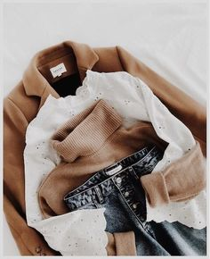 Camel + white lace + jeans = the right mix – Best outfit ideas Mode Outfits, Casual Outfits, Fashion Outfits, Womens Fashion, Fashion Flatlay, Blazer Fashion, Blazer Outfit, School Outfits, Hijab Fashion