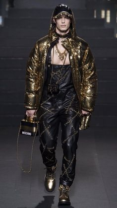 H&M by MOSCHINO/JEREMY SCOTT Fall 2018 Ready-To-Wear Look #5 featuring Derek Kania Runway Fashion, Mens Fashion, Fashion Outfits, Samurai Fashion, Celebrity Sunglasses, High Fashion Models, Fashion Forever, Jeremy Scott, Haute Couture Fashion