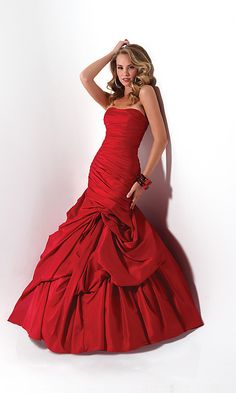 Strapless ballgown with pick-up skirt and rouched bodice
