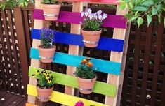 Transform free pallets into creative DIY furniture, home decor, planters and more! There are over 150 easy pallet ideas here to give your home and garden a personal touch. There are both indoor and outdoor DIY pallet projects to choose from. Pallet Ideas Easy, Diy Pallet Projects, Garden Projects, Garden Ideas, Easy Garden, Diy Ideas, Herb Garden, Large Backyard Landscaping, Small Backyard Gardens