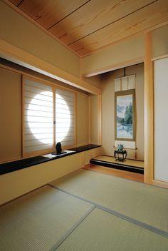 床の間に広がりをつくる書院と丸窓