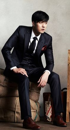 SO JI-SUB ... I can never resist a man in an expensive suit, I mean just LOOK at him!!