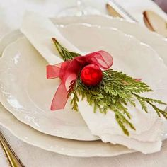 Having laid a beautiful table for the festive dinner you should think of the final touch – the napkins. These fantastic Christmas napkins folding ideas Christmas Table Settings, Christmas Tablescapes, Holiday Tables, Christmas Decorations, Days Till Christmas, Noel Christmas, Christmas Crafts, Xmas, Elegant Christmas