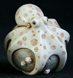 octopus netsuke by Adam Binder want to make this out of clay. Sculptures Céramiques, Sculpture Art, Le Kraken, Motif Art Deco, Art Chinois, Octopus Art, Art Japonais, Paperclay, Clay Creations