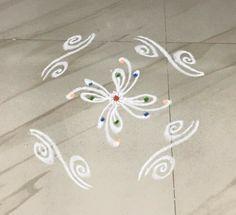 Rangoli Side Designs, Simple Rangoli Designs Images, Free Hand Rangoli Design, Rangoli Patterns, Small Rangoli Design, Rangoli Ideas, Rangoli Designs With Dots, Rangoli With Dots, Easy Rangoli