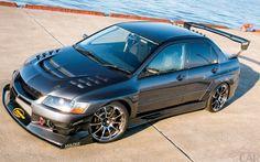 Fotos de primeira classe carro da marca Mitsubishi Lancer Evolution 8