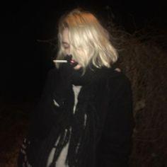 Freaks come out at night : Photo Aesthetic Grunge, Aesthetic Girl, Teenage Dirtbag, Grunge Girl, Sad Girl, Punk, Tumblr Girls, Ulzzang Girl, Aesthetic Pictures