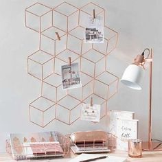 4 dicas para trabalhar em casa com mais qualidade Rose Gold Rooms, Rose Gold Decor, Room Decor Bedroom Rose Gold, Copper Bedroom Decor, Rose Gold Interior, Bedroom Scene, Rose Gold Bedroom Wallpaper, Rose Gold And Grey Bedroom, Rose Gold Lamp