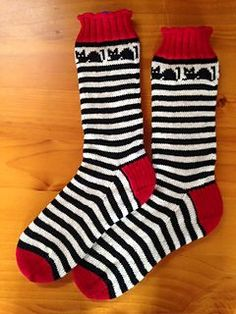 Knitting Patterns Socks Ravelry: Croozy Catz Socks pattern by Judy Kennedy Crochet Socks, Knitted Slippers, Wool Socks, My Socks, Knitting Socks, Hand Knitting, Knit Crochet, Knitting Patterns, Crochet Patterns