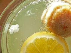Frisch angesetzter Wasserkefir mit Feige und Zitrone. www.wellness-drinks.de