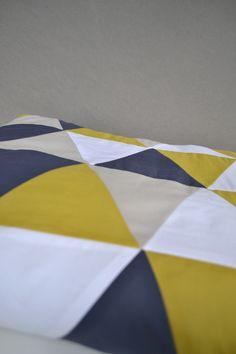 couverture bébé triangles