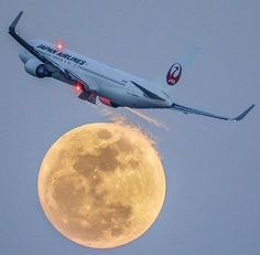 """""""Fly me to the moon"""" Japan Airlines Boeing 767-300ER making an awesome banking over the full moon at Japan@kazuki_papa"""