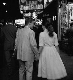 My Little Vintage World: Photo Vintage Romance, Vintage Love, Vintage Kiss, Cute Relationship Goals, Cute Relationships, Relationship Pictures, Marriage Goals, Couple Aesthetic, Aesthetic Vintage