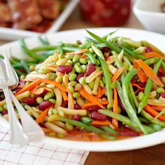 Sweet and Tangy Four-Bean Salad. This delicious recipe is the perfect make-ahead solution. Simply combine green beans, red kidney beans, soybeans and wax beans with a bold dressing of cider vinegar, dry red wine, mustard and garlic. Healthy Potluck, Potluck Salad, Potluck Recipes, Side Dish Recipes, Cooking Recipes, Potluck Ideas, Dinner Salads, Healthy Dishes, Diabetic Recipes