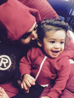 Chris Brown Cuddles Up with His 'Twin' – Daughter Royalty