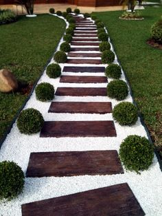 31 Amazing Front Yard Garden Landscaping Design Ideas And Remodel. If you are looking for Front Yard Garden Landscaping Design Ideas And Remodel, You come to the right place. Below are the Front Yard. Gravel Garden, Garden Paths, Walkway Garden, Rock Pathway, Gravel Walkway, Front Walkway, Diy Garden, Garden Stones, Spring Garden