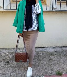Pencil skirt hijab style-Casual winter hijab looks – Just Trendy Girls Abaya Fashion, Muslim Fashion, Fashion Outfits, Women's Fashion, Girl Hijab, Hijab Outfit, Hijab Style, Abaya Style, Collage Outfits